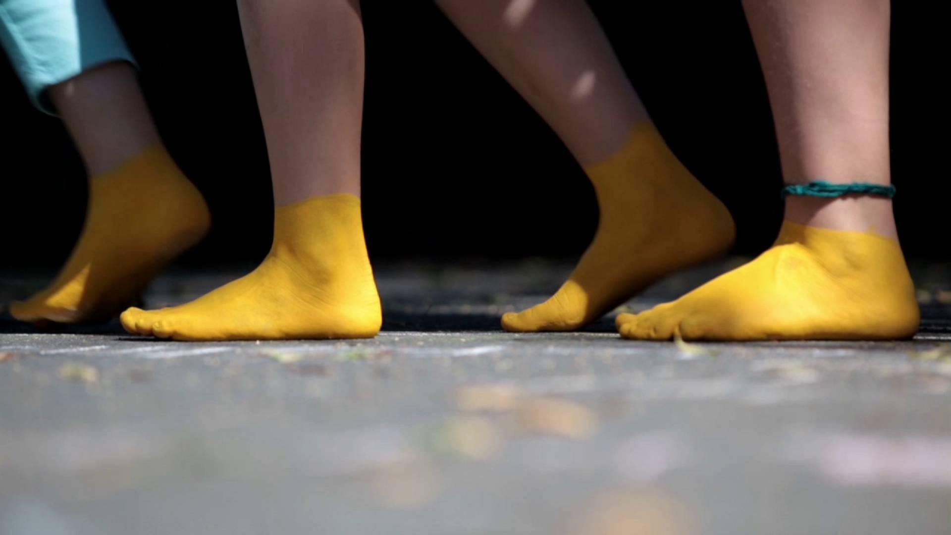 Abenteuer Schulweg - gelbe Füße